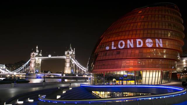 City Hall .London photo stunt
